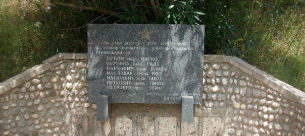 Polaganje vijenaca na spomen obilježje na Carinama